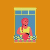 une femme arrose ses plantes à sa fenêtre d'appartement